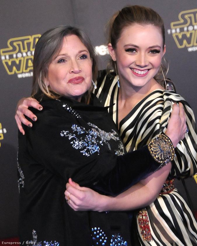 Az ébredő erőben ráadásul Leia hercegnő ikonikus frizuráját viseli
