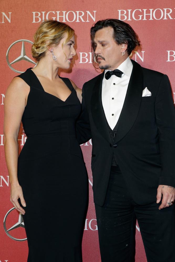 Meg hát minden épeszű ember addig ölelgetné Kate Winsletet, amíg csak lehet, nem?