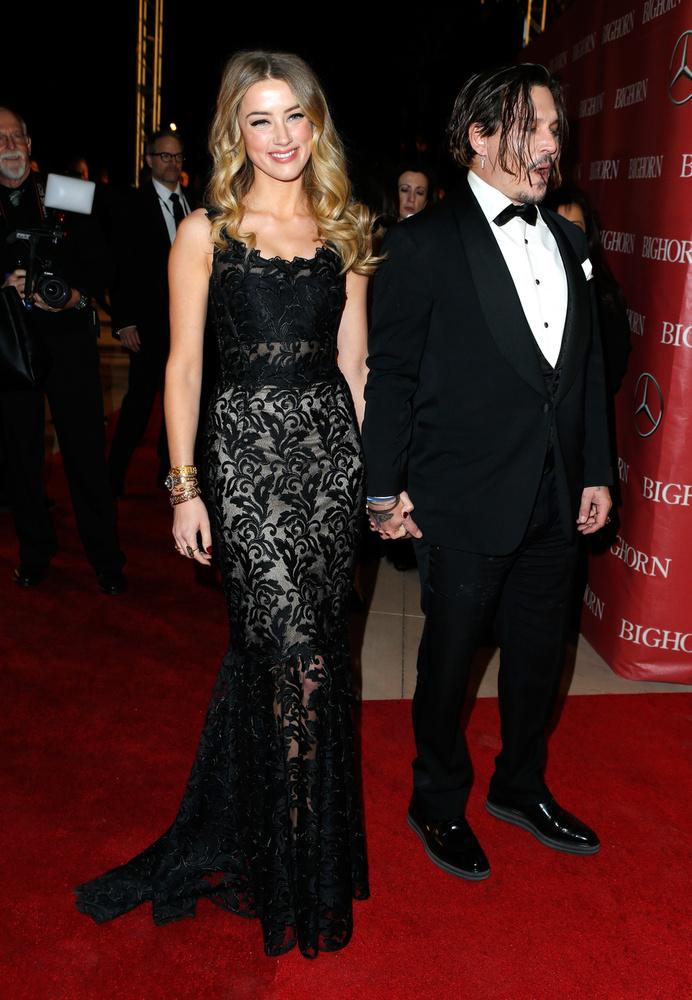 Nem csoda, hogy szakmabeli férje, Johnny Depp büszkén vonult fel vele