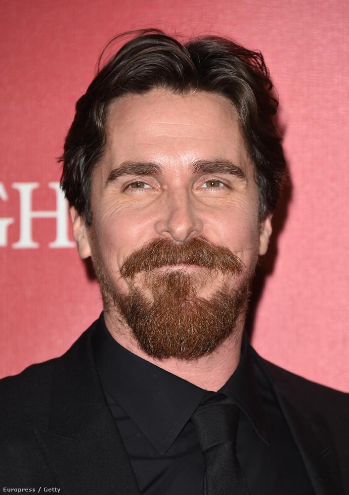 Christian Bale-nek ránézésre rendkívül erős az arcszőre.