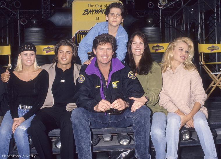 Hasselhoff mögött a sorozatbeli fia, Jeremy Jackson