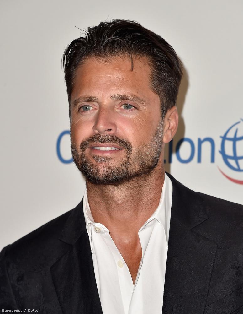 A 43 éves színésznek igazából jól áll a kor