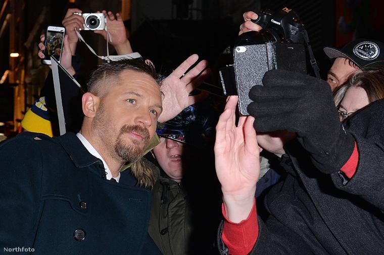 A film másik fontos Oscar-jelöltje Tom Hardy, aki mellékszereplőként kaphat díjat - és ezek ketten