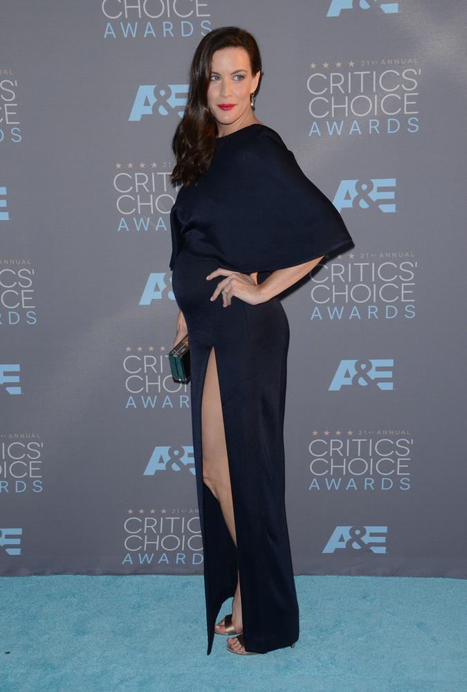 Áldott állapotbanMég Liv Tyler is megjelent.