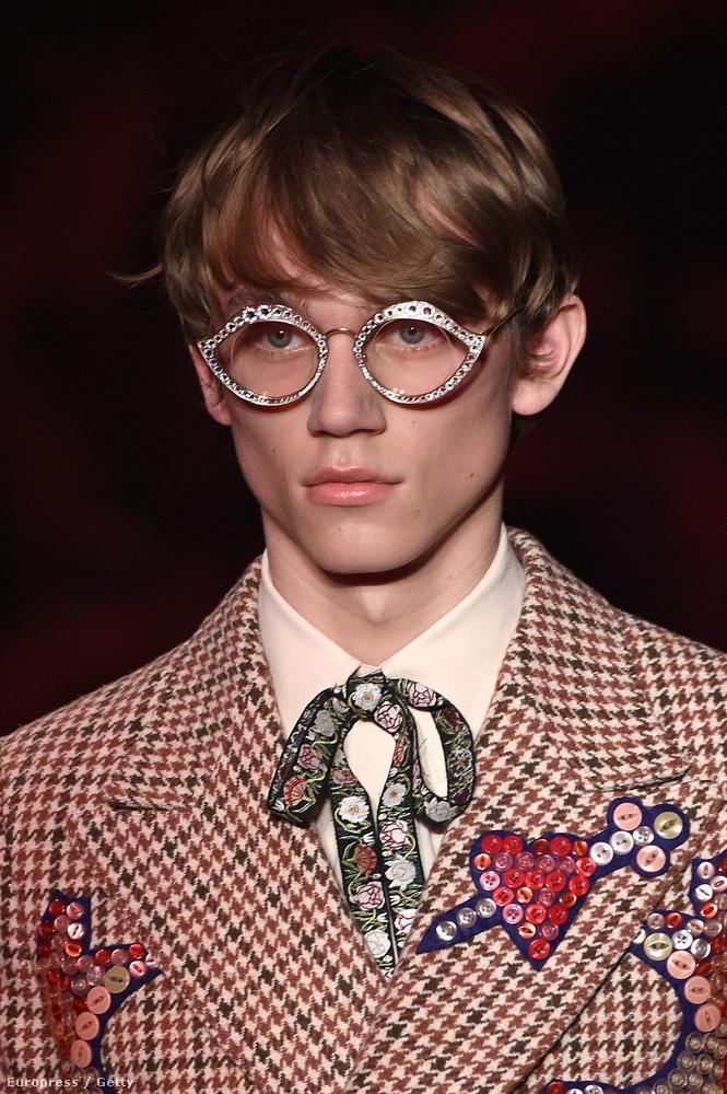 Mi Dustin Hoffmann 1982-es vígjátékának, az Aranyoskámnak a jelmeztervezője helyében százalékot kérnénk a Guccitól