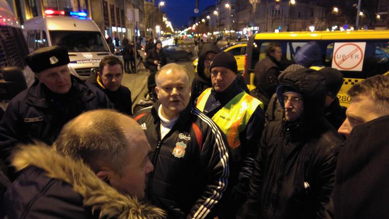 A Bajcsy-Zsilinszky út Erzsébet tér felé vezető szakasza azonban ellenállt