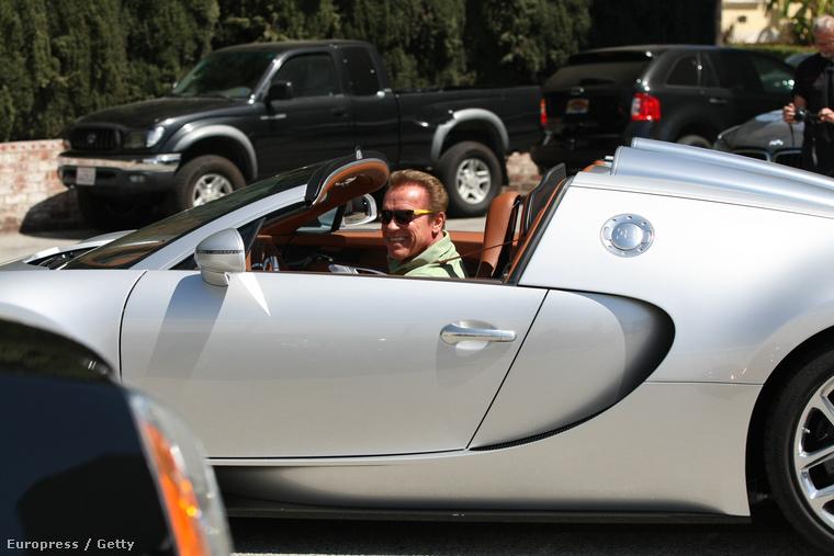 De először az ő kapcsolatát érdemes megnézni a kedvenc autójával