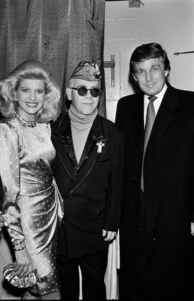 Középen a sapkás Elton John se semmi, de ideje, hogy megismerje Trump első feleségét, Ivana Trumpot