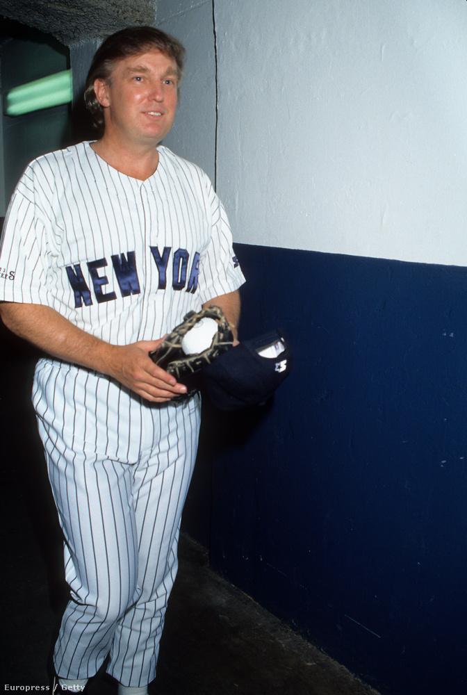 Hogy ne csak nyakkendős képeket mutassunk Trump bulis korszakából...1991, Yankee stadion