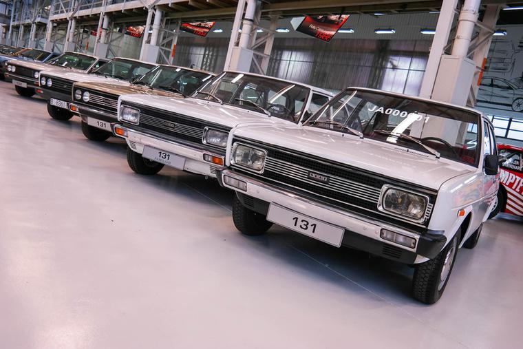 131-esek és 132-esek sorban, legendás Fiat-modellek ezek is.