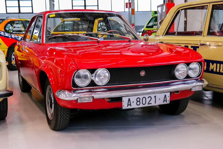 Seat 124 Sport, a Fiat 124 Coupé helyi változata, ötgangos váltóval