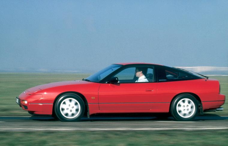 A japán turbó-láz gyermeke a Nissan 200SX is, amely amellett, hogy megfizethető volt, orrmotoros, és hátul hajt