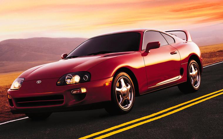 A negyedik generációs Toyota Supra hasonló magasságokba emelkedett, mint a Nissan Skyline GT-R