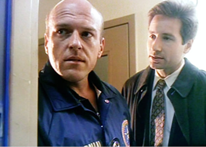 és szövetségi marshallként segített Mulderéknek elkapni egy fertőzött menekültet