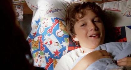 Volt ő ágyhoz kötött, beteg kisfiú, a 7