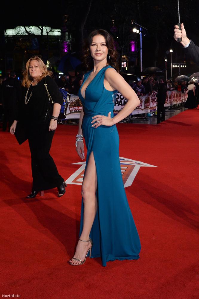 Catherine Zeta-Jones új filmjét (Dad's Army) január 26-án mutatták be, Londonban.
