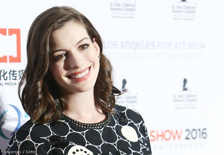 A színésznő tavaly novemberben jelentette be, hogy a terhessége második trimeszterében van.