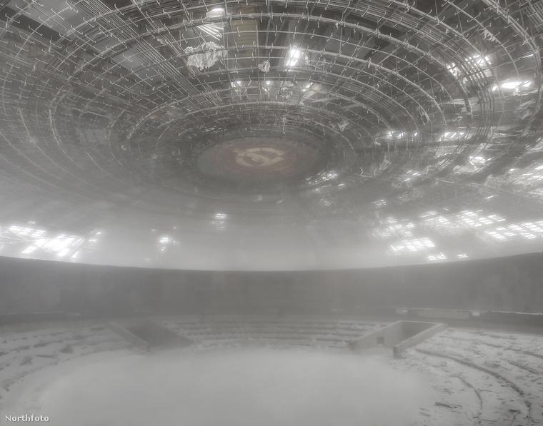 Bulgária Bathory erősen fixálódott a posztszocialista térségre, egy komplett sorozatot is készített Soviet Ghosts címmel.
