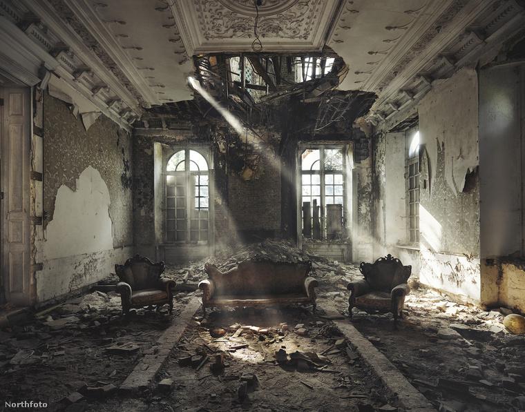 Belgium Szintén Belgium, egy üresen omladozó ház belseje
