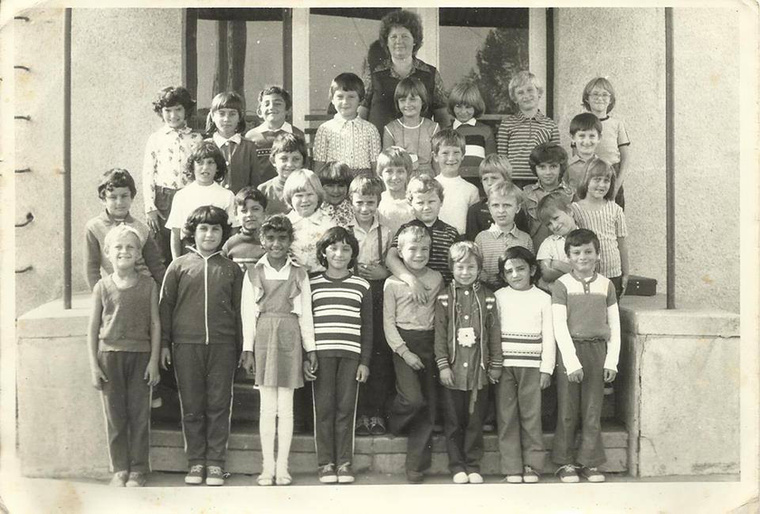 Egy új kihívásnak köszönhetően a celebek elkezdtek gyerekkori képeket megosztani