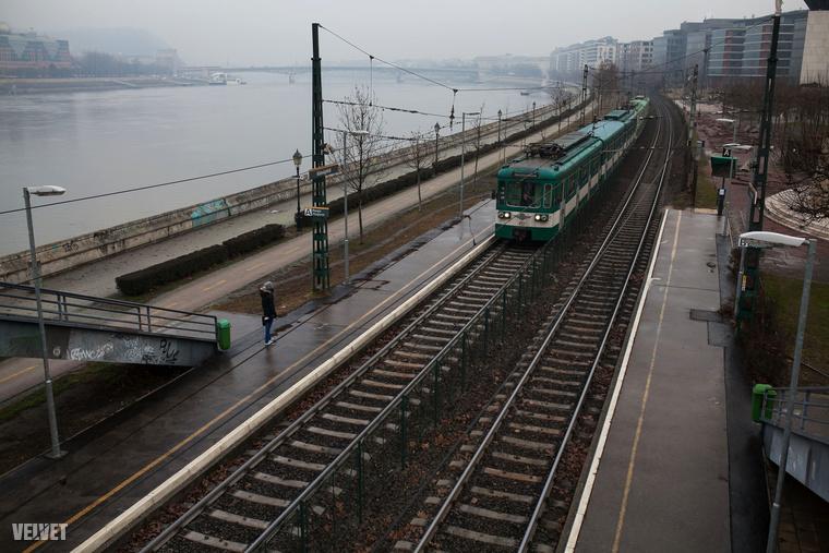 De ha villamosra váltanak, a Dunaparton maximum csak sétálni lehet majd