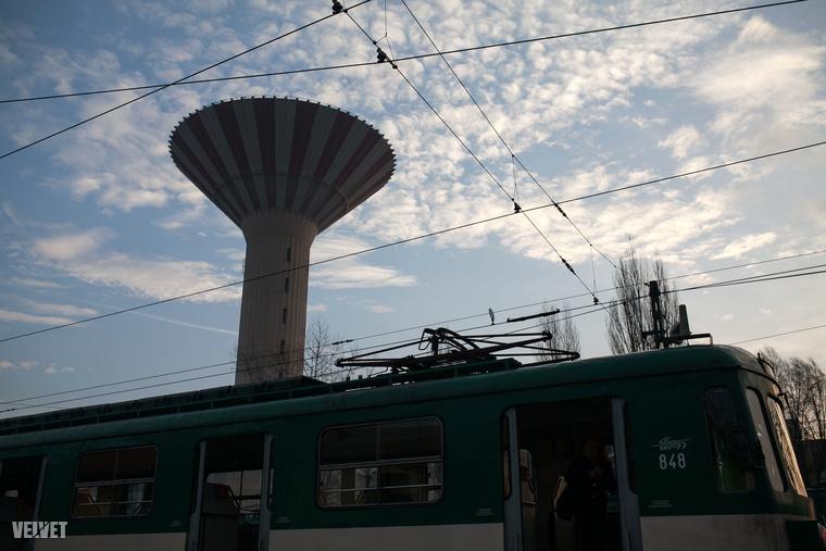 Hogy aztán a végállomáson megcsodálhassa a csepeli víztornyot