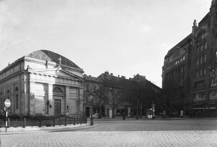 Így nézett ki a metrómegálló helye a mai Erzsébet, akkori nevén Sztálin térről.