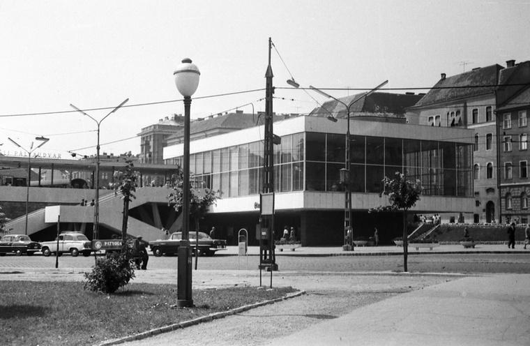 A metrót teljes hosszában 1972-ben adták át