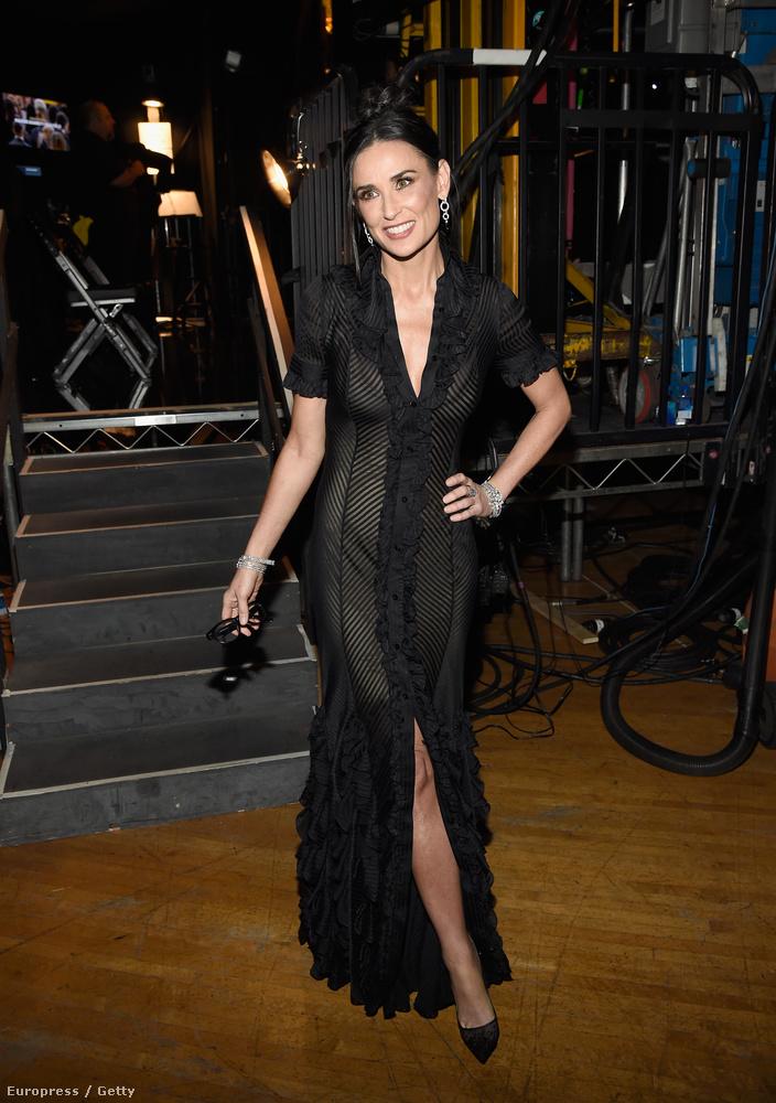 Demi Moore is ott volt a hétvégén megtartott SAG Awardson, vagyis a Screen Actors Guild filmes díjátadón, méghozzá egy egészen áttetsző, fekete ruhában.