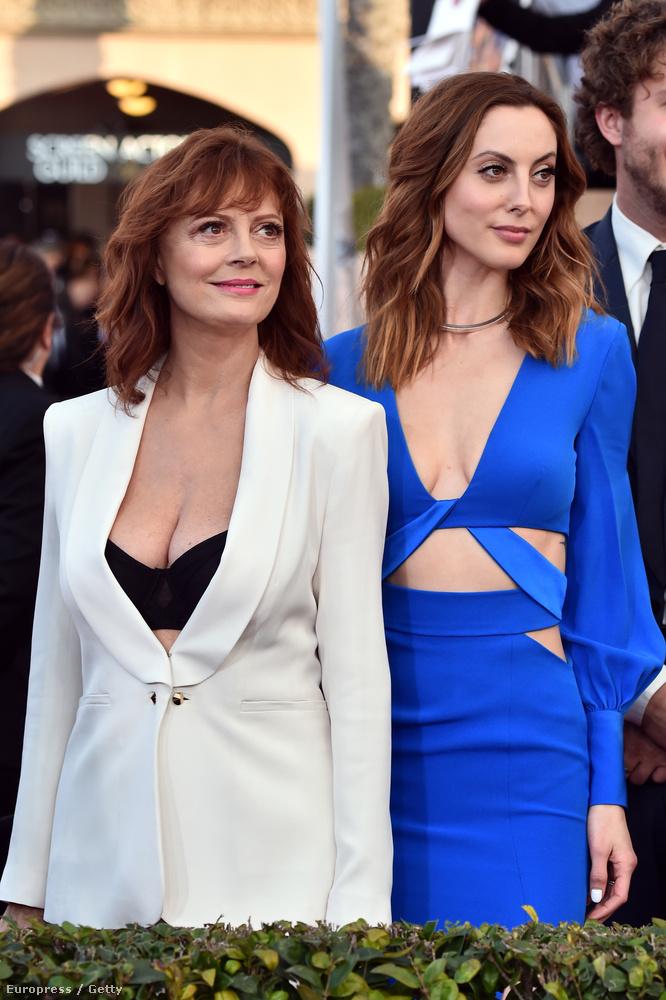 A közel 70(!!) éves színésznőt lánya, a szintén rettentően csinos és szintén színésznő Eva Amurri is elkísérte.