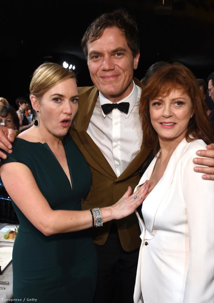 Még Kate Winslet is, aki a biztonság kedvéért azért próbálta eltakarni a képek főszereplőjét