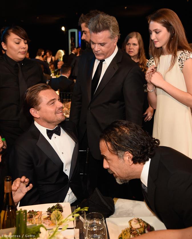 Ezen a képen Karsen Liotta mellett még Leonardo DiCaprio (na meg egy becsúszó Alejandro Iñárritu) is jelen van Azt javasoljuk, hogy ezzel a képpel a memóriájában csukja be a galériát.