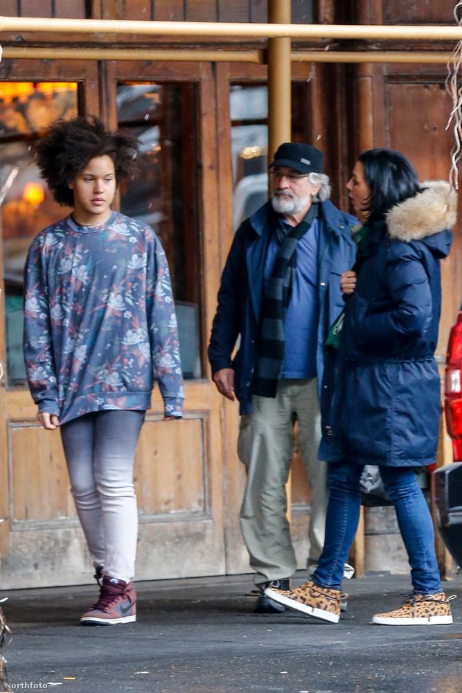Na de most hagyjuk őt és barátait nyugodtan sétálgatni tovább, a Morandi nevű étteremben elköltött ebédjük után.