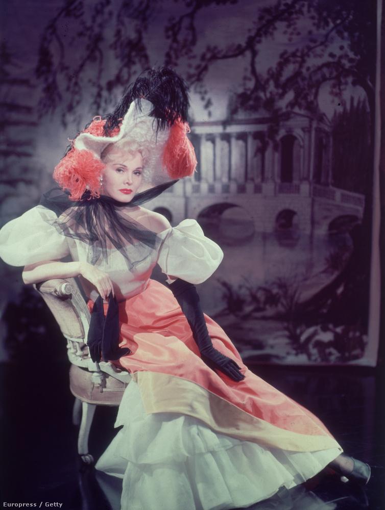 A színésznő eredetileg Gábor Sári néven született Budapesten