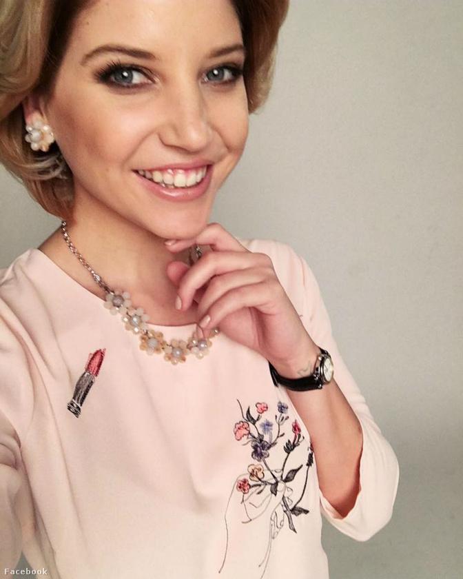 Szabó Zsófi, a Dallas Ellie-jének öltözve