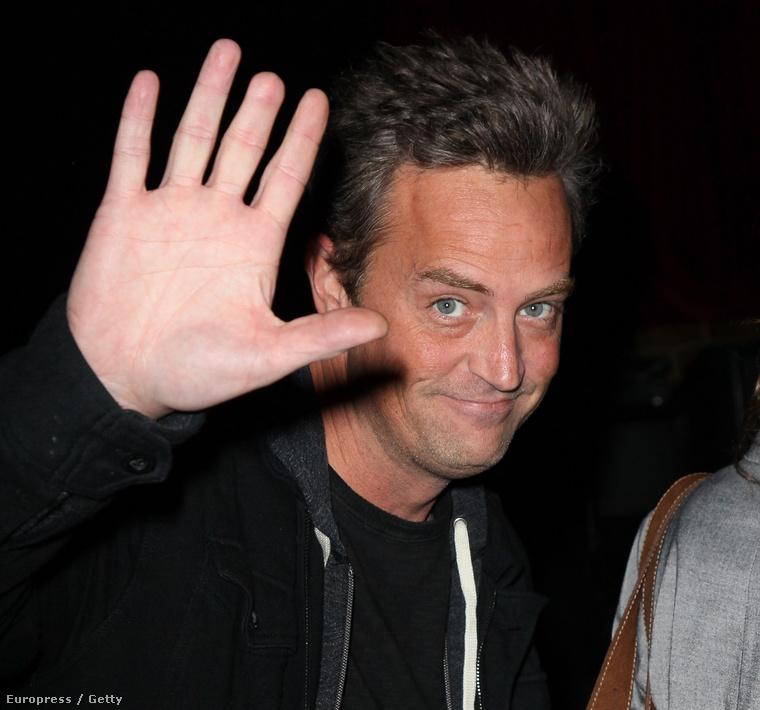 Matthew Perrynek egy ajtó csapta le az egyik ujjpercét