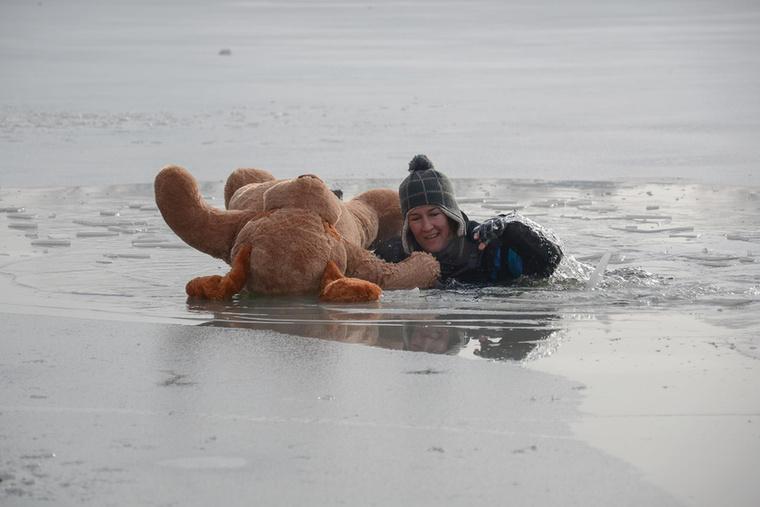 Szakmai programokon vesznek részt, világbajnoki címeket szereztek mentőkutyás valamint búvár szakágakban, és minden évben megmutatják miért hülyeség a megolvadt jégre menni.