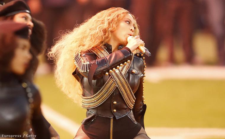 Már csak azért is, mert a három évvel ezelőtti, 2013-as döntőn parádés fotók készültek az énekesnőről.