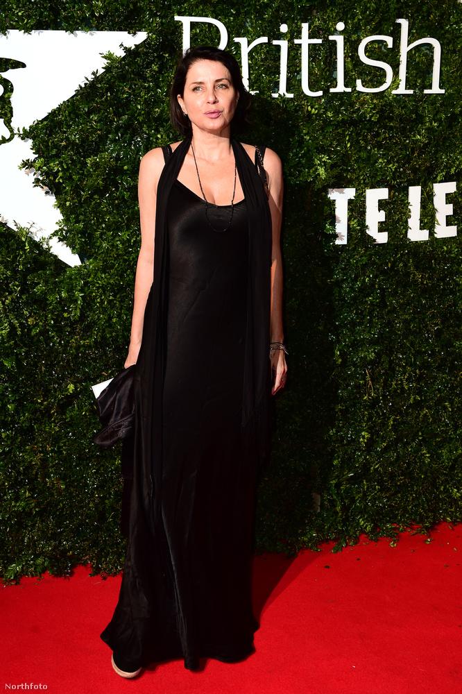 Sadie Frost ugyan mostanában nem sok jelentős dolgot tett, de az, hogy Jude Law exfelesége, és három gyermekének anyja, valahogy örökre beleégette őt  a celebvilágba.