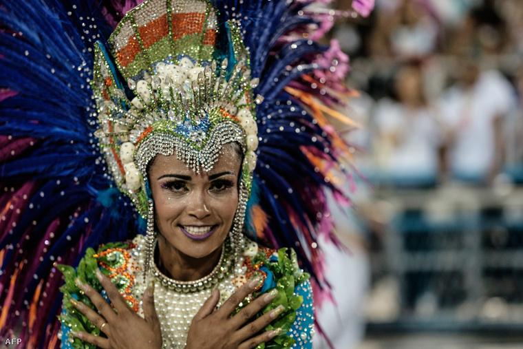 A brazil örömünnep idén is stabilan hozza a pucér seggekkel megtámogatott fesztiválhangulatot.