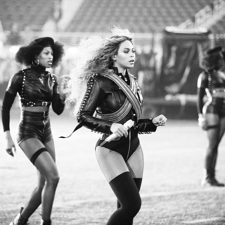 Azt pedig ne felejtsük el, hogy ezek a lányok táncolni is tudnak, de még hogy!