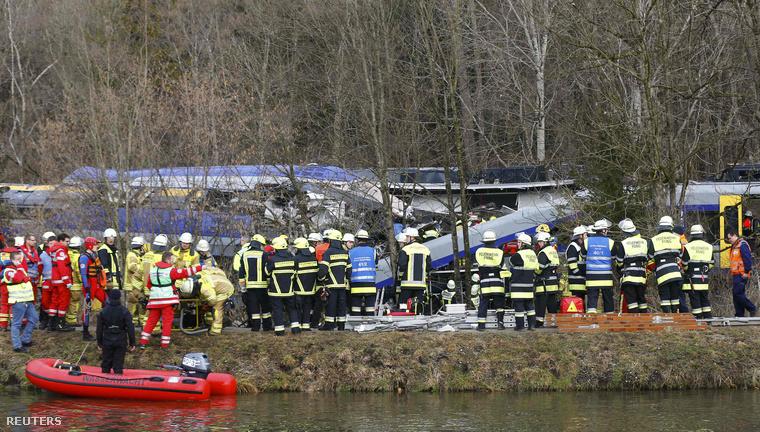 A személyszállító vonatok több kocsija kisiklott