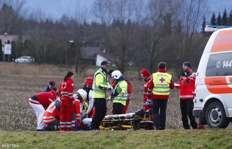 A baleset helyszínére több tucat mentőautó és mentőhelikopter érkezett