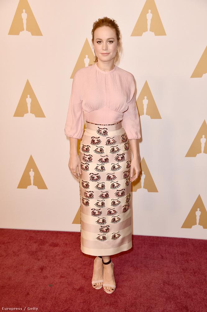 Brie Larson viszont annál inkább jelölt: a női főszereplőnek járó Oscarért száll versenybe, többek közt Jennifer Lawrence-szel.