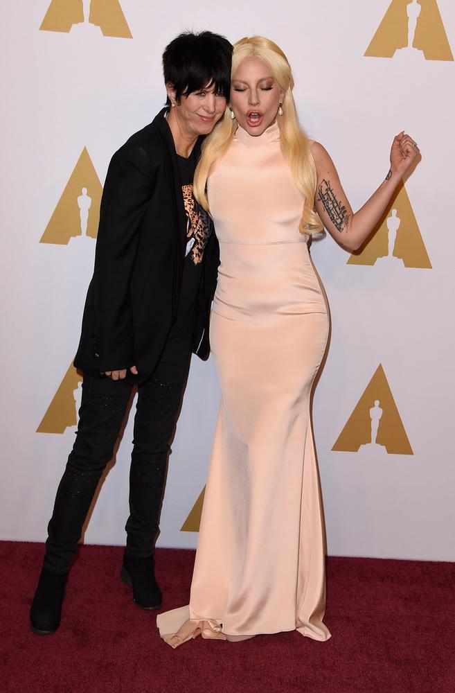 Pózolgatós képösszeállításunkat kedvenc közös fotónkkal zárjuk: ezen Diane Warren dalszerző és Lady Gaga láthatók