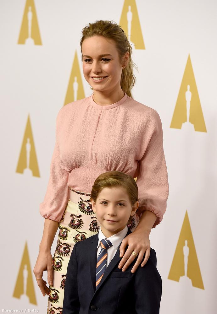 Mások is pózolgattak közösen: itt A szobáért Oscarra jelölt Brie Larson látható, Jacob Tremblayjel, aki a fiát alakította a filmben
