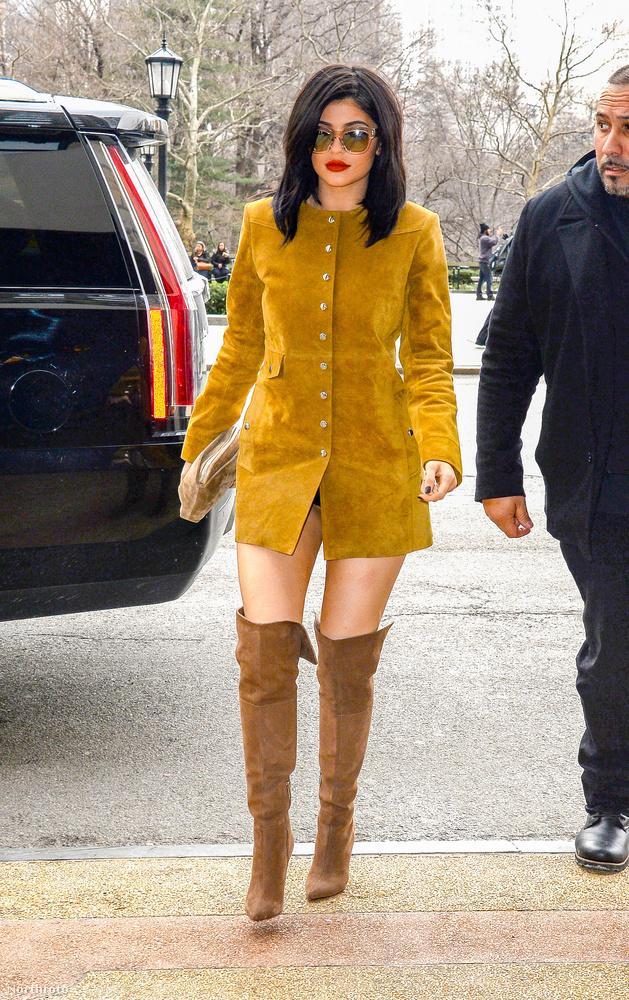 Kylie Jenner ebben a kabátban ment valamelyik nagyon fontos dolgára New York-ban.