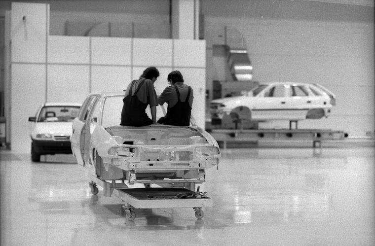 Az Opel döntéshozói azért is gondolhatták jó lehetőségnek a magyarországi autógyárat, mert akkoriban az importautókat még jelentős vám- és illetékterhek sújtották, a hazai gyártás így piaci előnyöket vetített előre.
