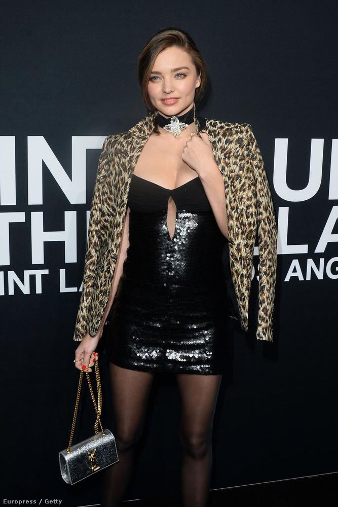És Miranda Kerren mi ez a ruha? Miért történik ez?!