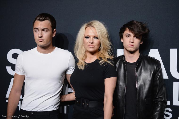 Még Pamela Anderson és az alapjáraton egyébként csodás fiai is